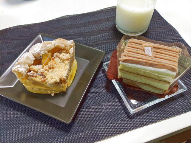 シャトレーゼのアップルスイートパイと抹茶とほうじ茶のケーキを食べた!