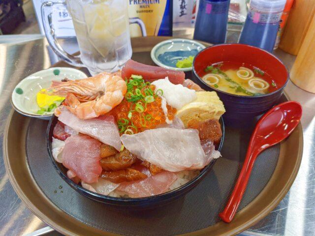 小倉北区にある青空酒場 まぐろの気晴れ屋でランチ限定の海鮮ちかっぱのせ放題を食べた!