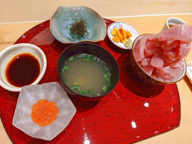 小倉北区にある割烹やまだでまぐろのせ放題丼を食べた!