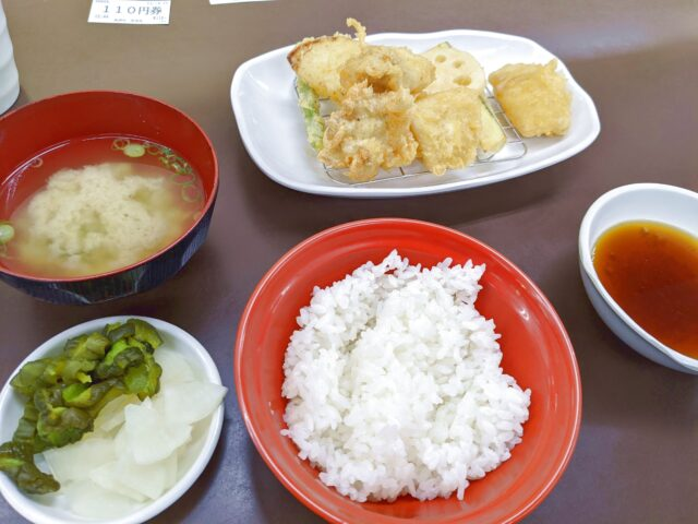 小倉北区にある天ぷら さかえでとり天定食を食べた!