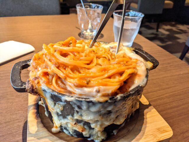 小倉北区にあるGiraffe Monochrome(ジラフモノクローム)で焦がしチーズの窯焼きボルケーノを食べた!